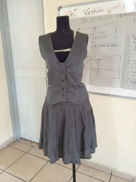 Conjunto de chaleco y falda